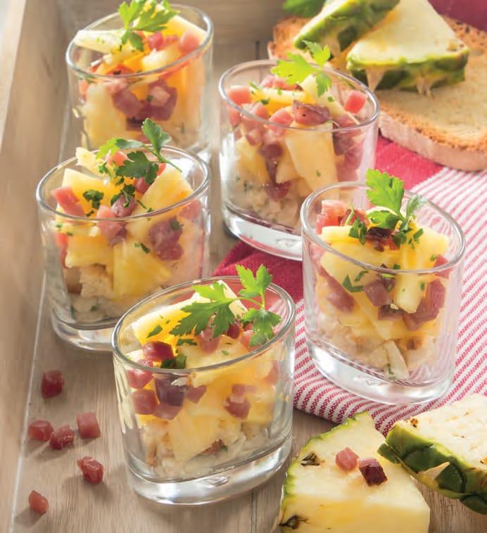Bicchierini di speck e ananas e formaggio