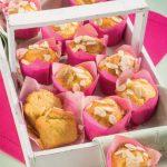 Mini muffin di farina di mais con succo di frutta e mandorle