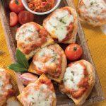 Bruschette con salsa cajun a base di cipolla e pomodori