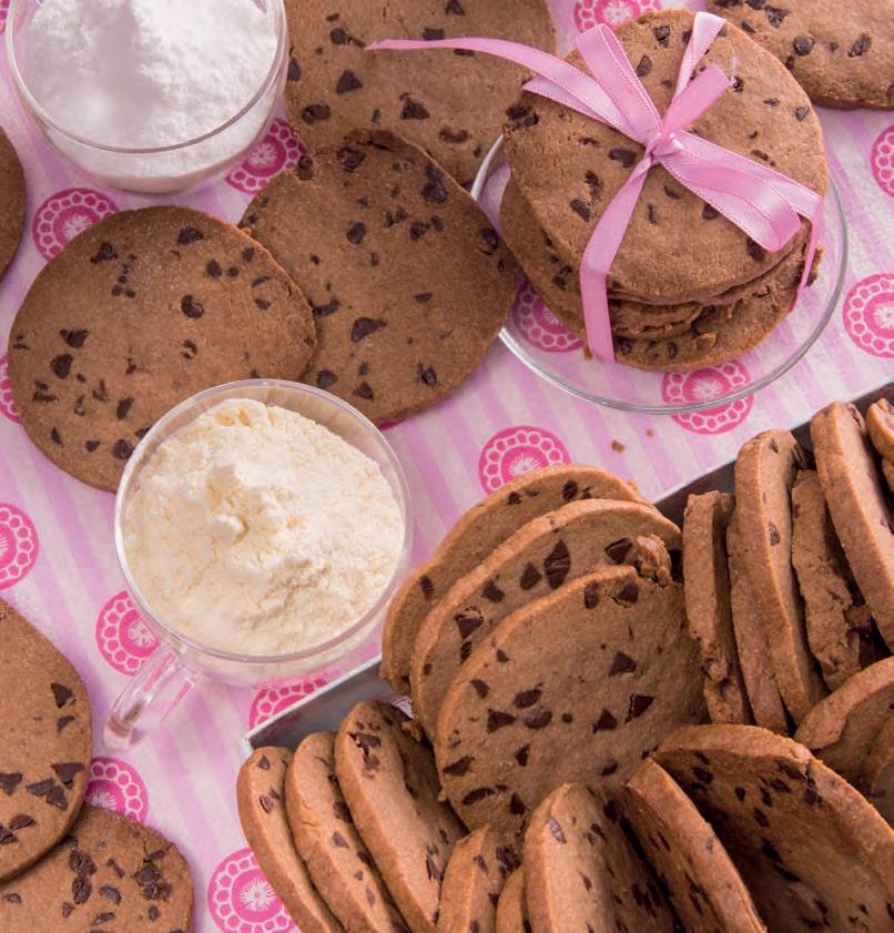 Buoni e diet: biscotti secchi alle tre farine con gocce di cioccolato