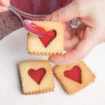 Biscotti con frolla alle mandorle e confettura. Fatti in casa, con amore!