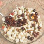 Insalata di riso con feta, pomodori secchi e menta