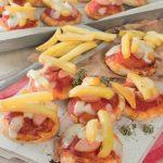 Pizzette con wurstel e patatine fritte: il cibo delle feste!