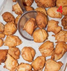 Frittelle dolci di mela in pastella di riso