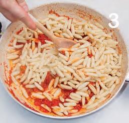 Malloreddus al pomodoro, salsiccia e pecorino sardo