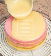 Decorate la torta al lampone e arancia