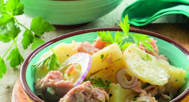 Tonno e cipolla nell'insalata