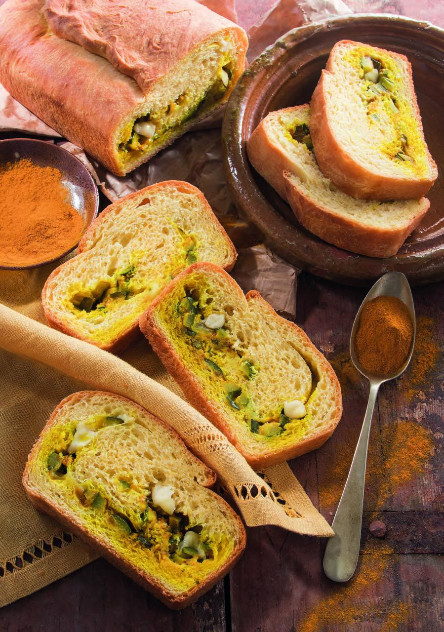 Pane alla curcuma con zucchine e speck