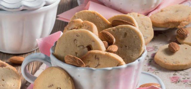 Biscotti alle mandorle e cannella