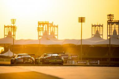 #98 ASTON MARTIN RACING / GBR / Aston Martin V8 Vantage -#77 DEMPSEY-PROTON RACING / DEU / Porsche 911 RSR (991) - WEC 6 Hours of Bahrain - Bahrain International Circuit - Sakhir - Bahrain