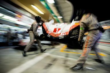 Pitstop - #1 PORSCHE TEAM / DEU / Porsche 919 Hybrid - Hybrid - WEC 6 Hours of Bahrain - Bahrain International Circuit - Sakhir - Bahrain