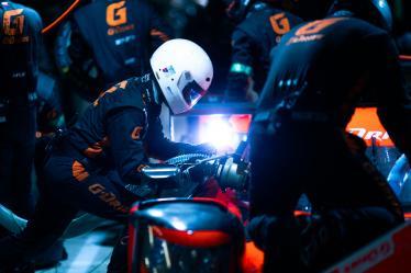 mechanic #26 G-DRIVE RACING / RAF / Aurus 01 - Gibson - 24h of Le Mans - Circuit de la Sarthe - Le Mans - France -