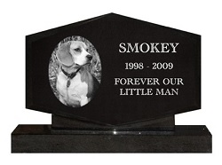 Adding a personal message to a pet memorial can be the perfect final touch