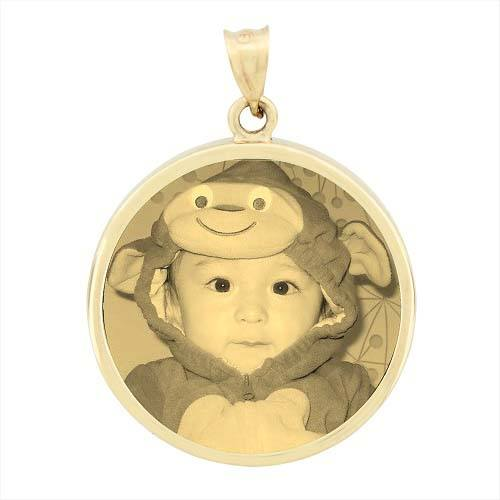 Round Yellow Gold Etched Pendant
