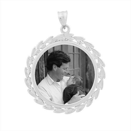 Wreath White Gold Etched Pendant