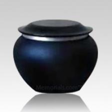 Pagoda Onyx Medium Pet Urn