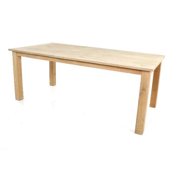 Sobere tafel in eik hout