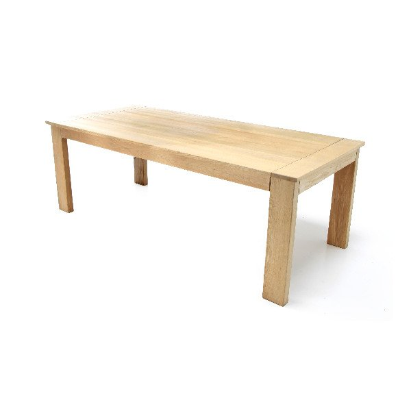 Sobere tafel in hout