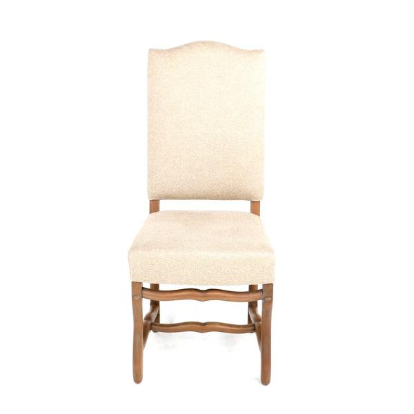 klassieke stoel in beige stof op massieve poten os de mouton
