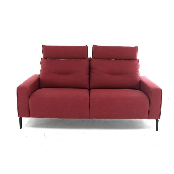 Moderne salon in rood stofje op pootjes met hoofdsteun