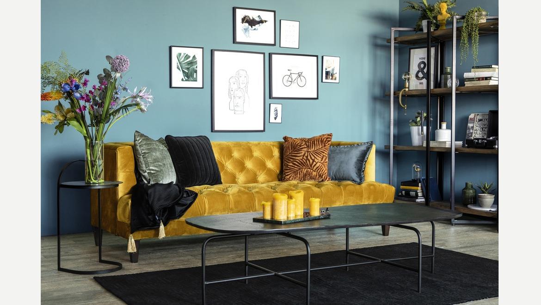 Stoere zwarte of gouden salontafel met slank onderstel.