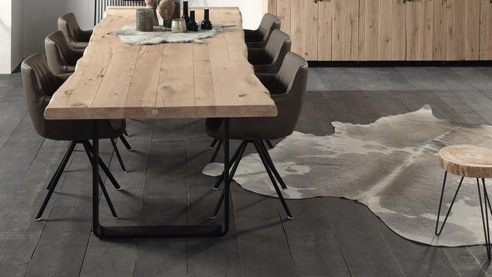 Echt koevel tapijt in verschillend kleuren en groottes