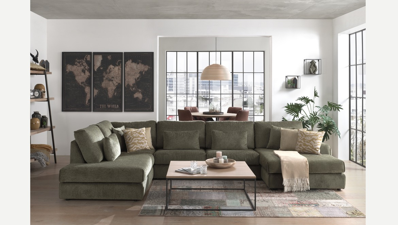 Moderne hoeksalon in groene stof met longchair en kussens