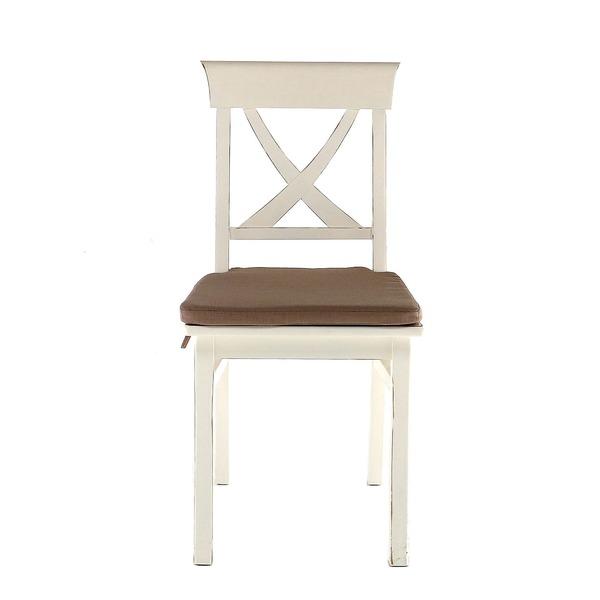 Houten stoel met kruis in rugleuning en zitkussen
