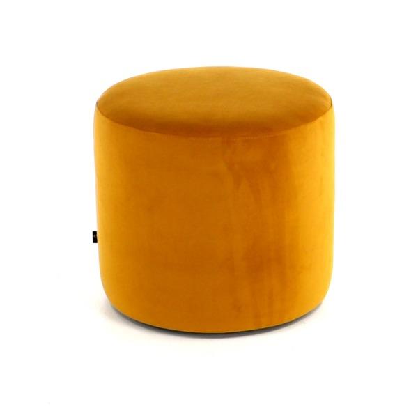 Hippe pouf rond in oker kleurige stof in verschillende diameter en hoogte