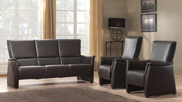 Compacte en comfortabele salon in leder