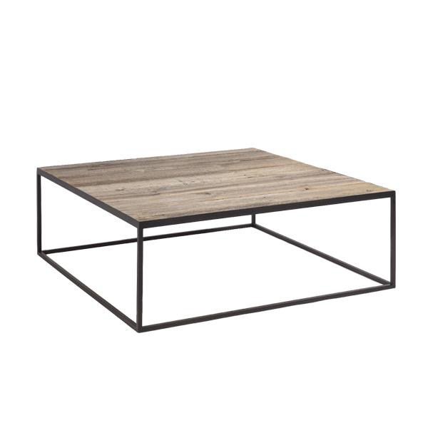 Salontafel op metalen frame met ruw bovenblad in barnwood