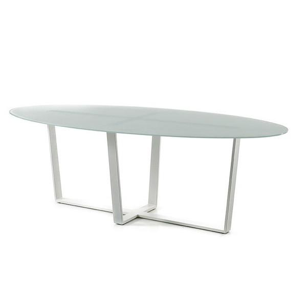 Ovale tafel met glazen blad op witte metalen poten