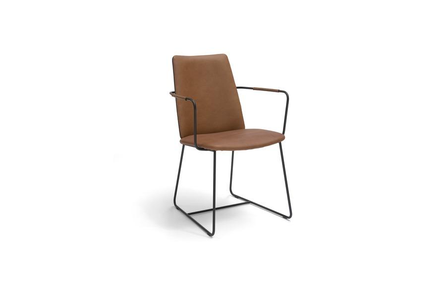 Armstoel city stoelen industrieel leder metalen onderstel cognac