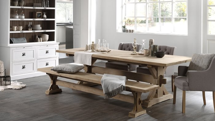 landelijke massieve tafel met kasteelpoot in franse eik