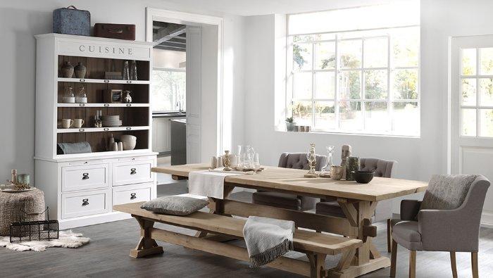 Witte wandkast in hout voor in de keuken met lades en legplanken