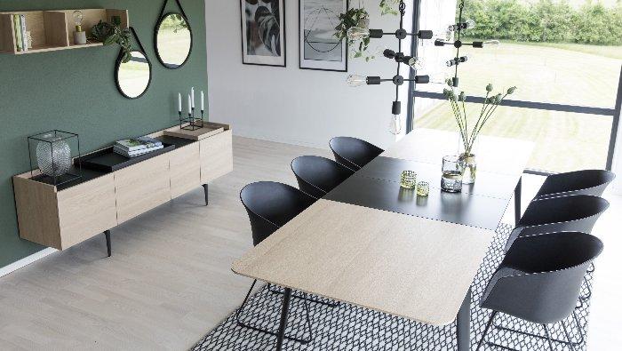 Verlengbare tafel in hout op zwarte poten