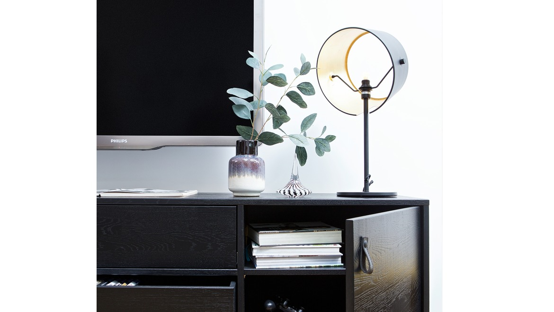 Trendy tafellamp met kap in zwart met goudkleur aan binnenkant