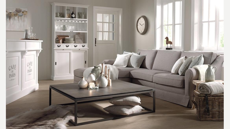 Landelijke salon met longchair in grijze stof met ronde armleuning en rok