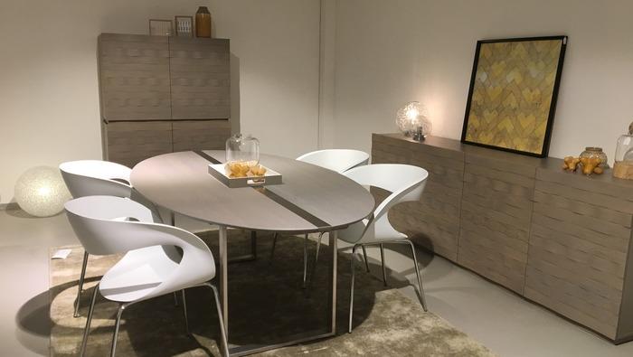 Eettafel ovaal met onderstel in metaal