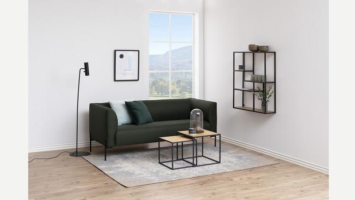 Hangrekje in metaal met houten planken voor decoratie of boeken