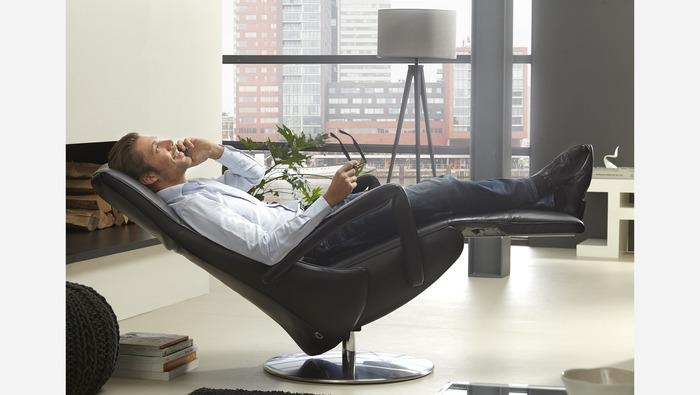 Elektrische relax in leder op maat op draaibare voet