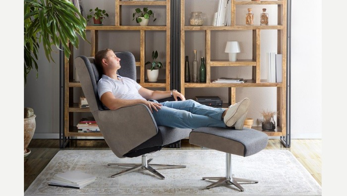 Relaxzetel en voetenbank met kantelfunctie in leder of stof