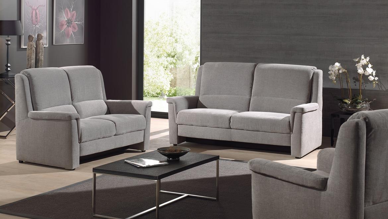 Klassieke canapé in grijze stof met goede rugsteun