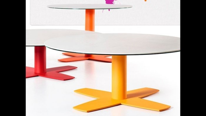 Ronde salontafel in keramiek op koker voet