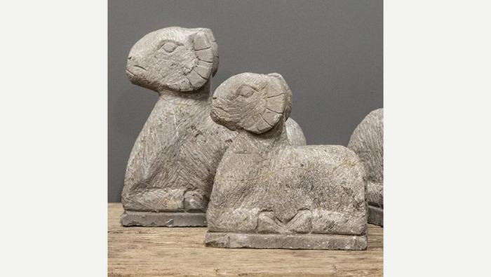 Stenen beeld Ram decoratie