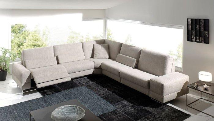 Moderne salon in stof of leder met relax en aanpasbare rug in de hoogte