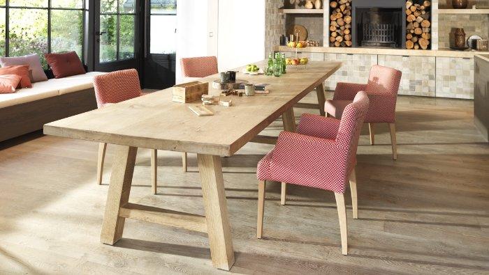 Massieve houten eettafel met poten in A-vorm