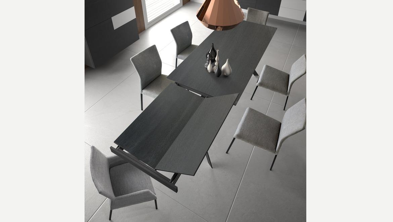 Verlengbare tafel in hout op metalen poten