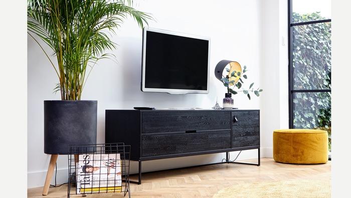 Zwarte tv-kast laag op metalen frame met schuiflades en deur