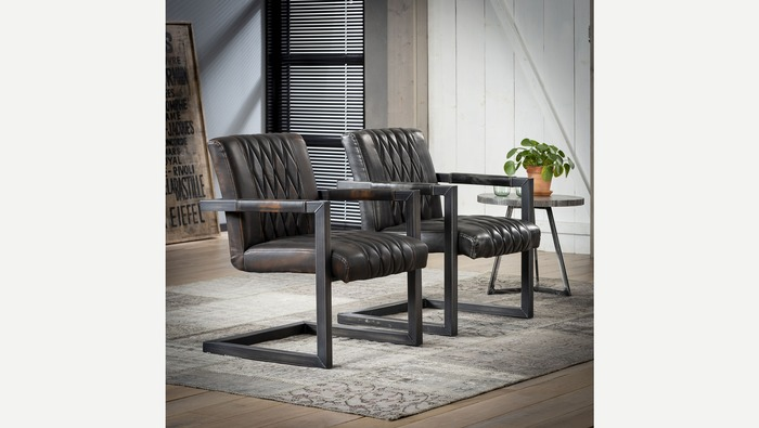 Industriële stoel in leder met metalen armleuning en frame